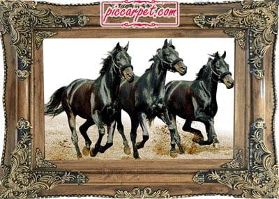 تابلو فرش طرح اسب سیاه با قاب چوبی قهوهای
