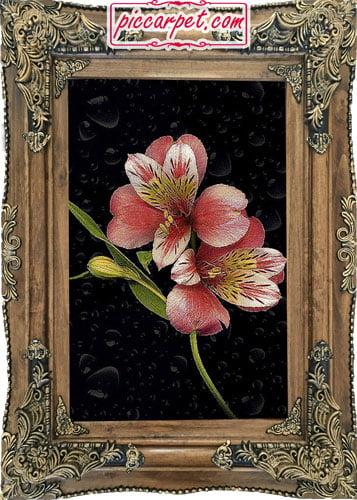 تابلو فرش گل سرخ با قاب چوبی قهوهای