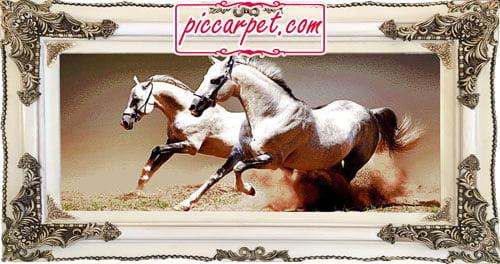 تابلو فرش اسب سفید با قاب چوبی