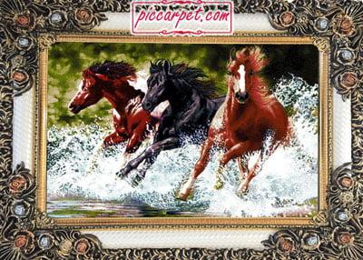 تابلو فرش طرح سه اسب وحشی با قاب شاپرک